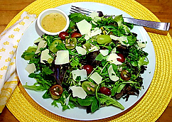 Green Salad with Grapes and Seeds
